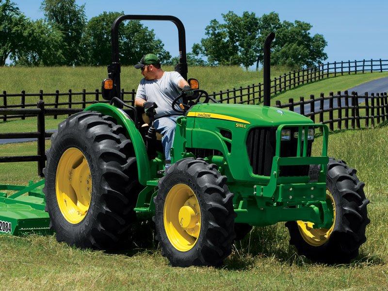 John-Deere-5075-e-75-hp-operator