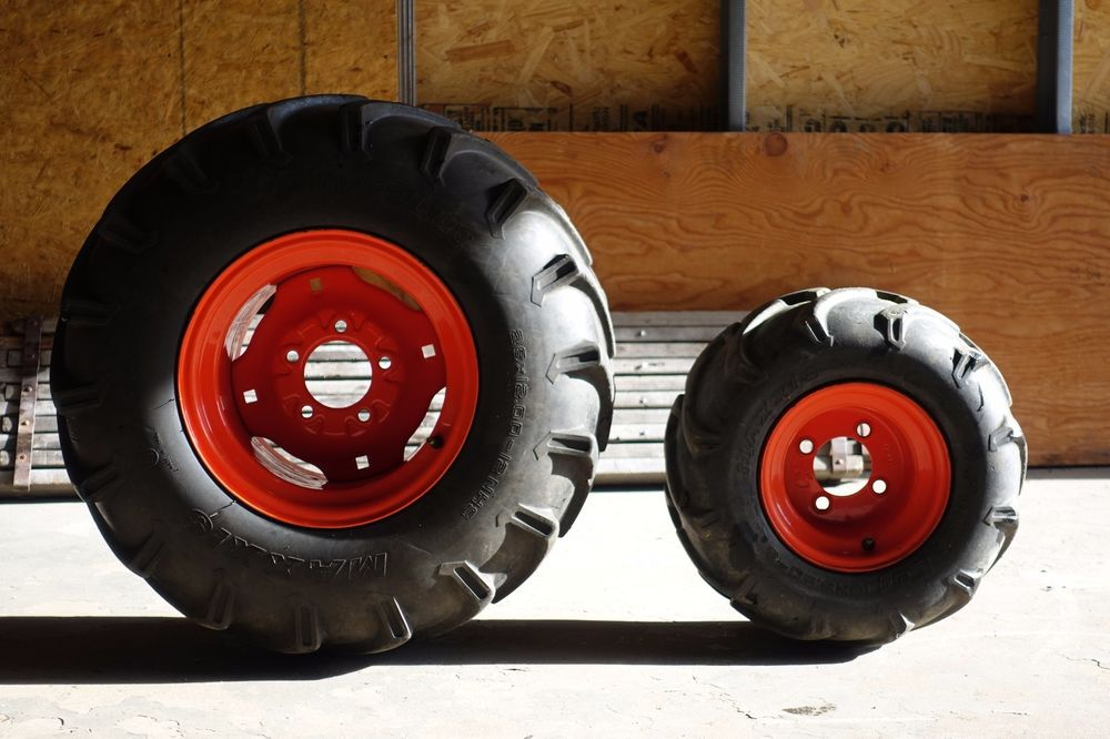 Kubota L3800 Compact Tractor tire size