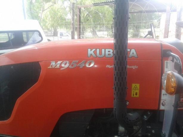 Kubota M9540 tractor Fuel tank