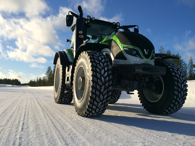 Valtra-Ground-Clearance
