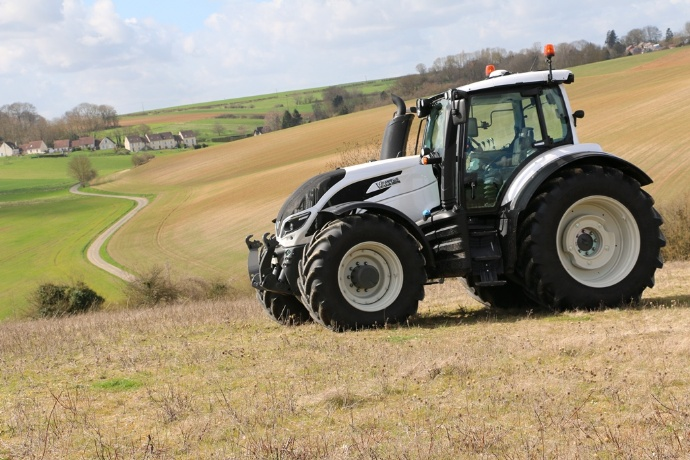 Valtra-T234-suspension