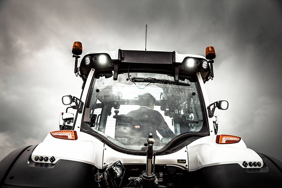 Valtra-post-cab