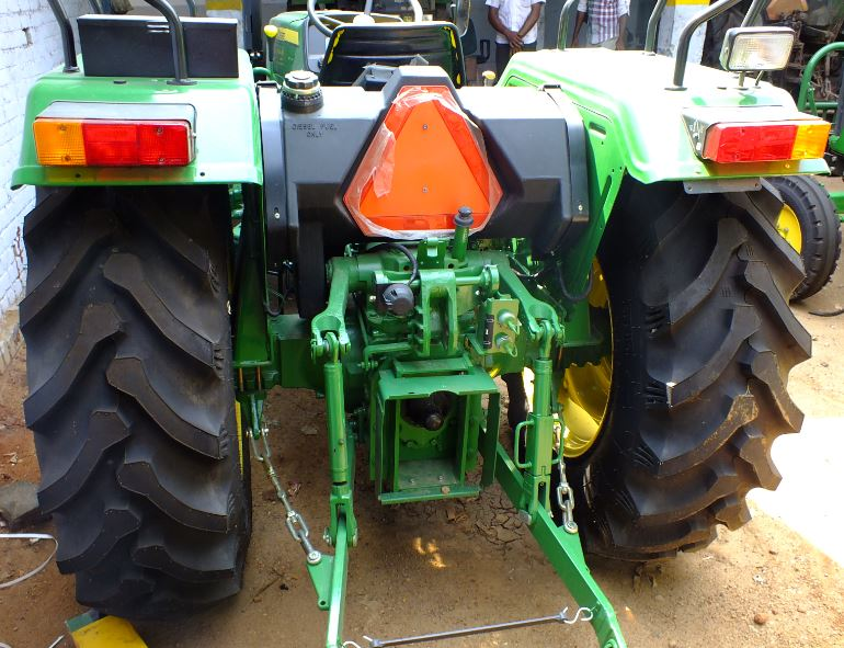 john-deere-5039-c-rear-view