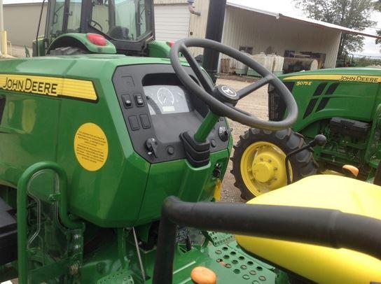 john-deere-5075e-4wd-steering