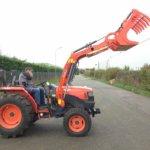 front-loader-of-kubota-l5240-tractor