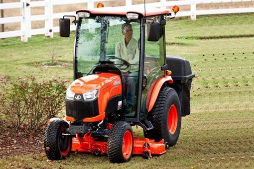 Kubota B3350 Tractor Mid Mount Mower