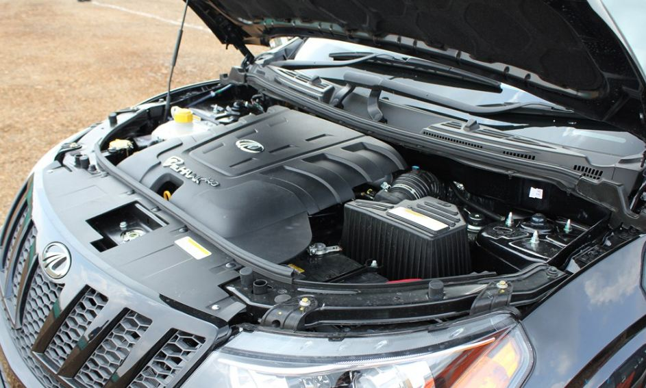 Mahindra XUV500 car engine