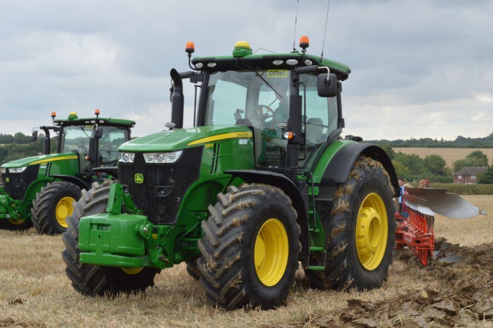 John Deere 7310R Row Crop Tractors
