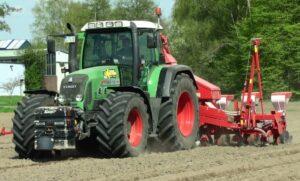 Fendt 718 Vario Tractor