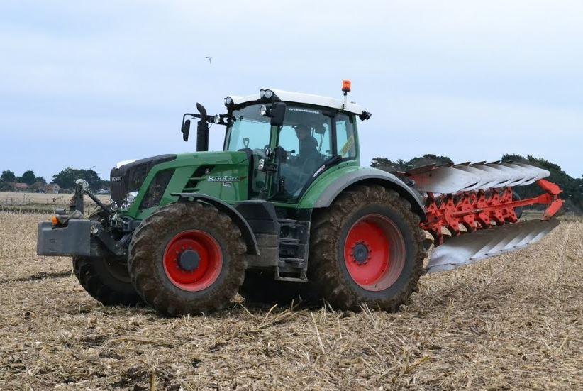 Fendt 828 Vario Tractor