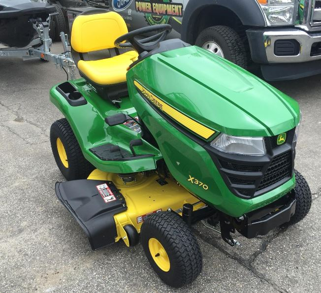 John Deere X370 Tractor with 42-in. Deck Lawn Tractor