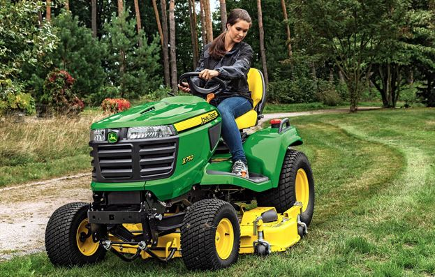 John Deere X750 Lawn Tractor