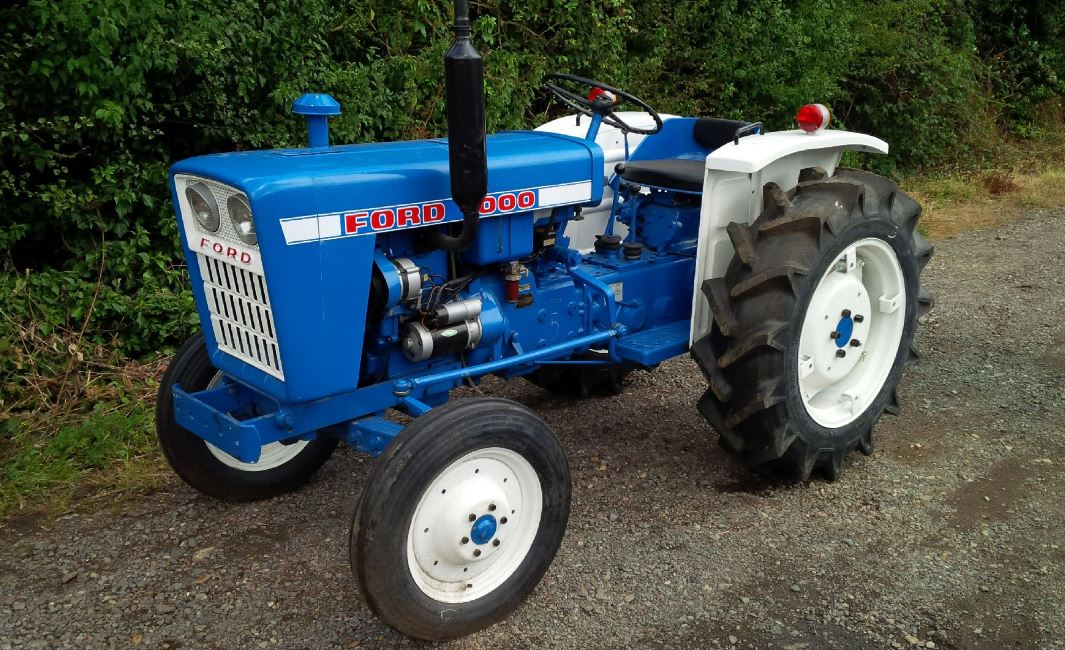 Ford 1000 Compact Utility tractor