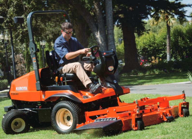 Kubota F2690 4WD Lawn Mower