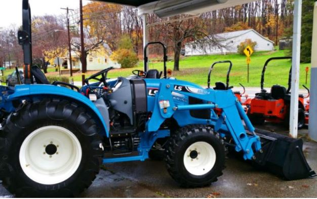 LS XR4140 CABIN Compact Tractor