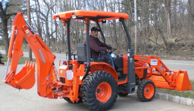Kubota-B26TLB-Tractor-Backhoe