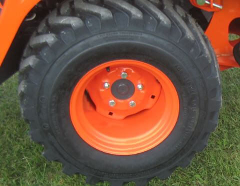 Kubota-BX25D-tracto-tire-size