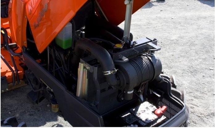 Kubota-L3200-Compact-Tractor-engine