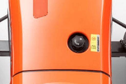 Kubota-L3301-Tractor-fuel-tank