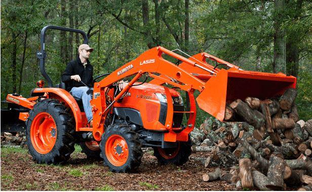 Kubota-L3301-Tractor-with-operator