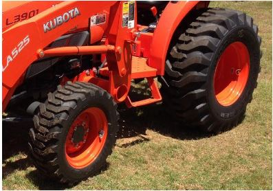 Kubota-L3901-front-and-rear-tyre