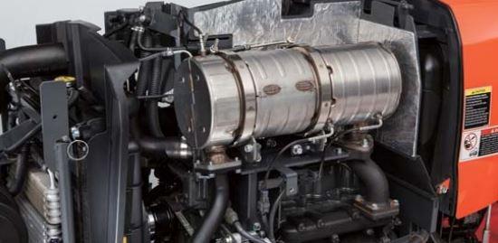 Kubota-L4701-Tractor-engine