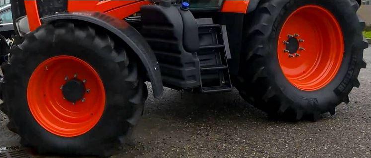 Kubota-M7-131-tractor-Tire