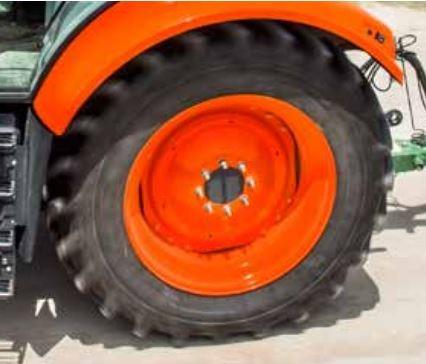 Kubota-M7-151-Tractor-tire