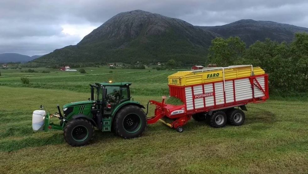 John Deere 6130R Utility Tractor