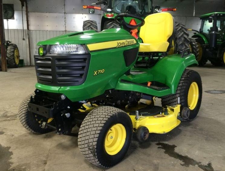 John Deere X710 Lawn Tractor