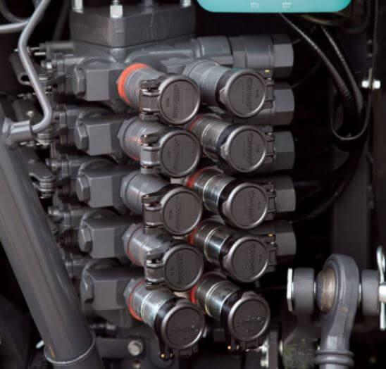 Kubota-M-narrow-series-tractor-hydraulics