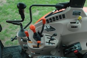 Kubota M7040 Tractor transmission